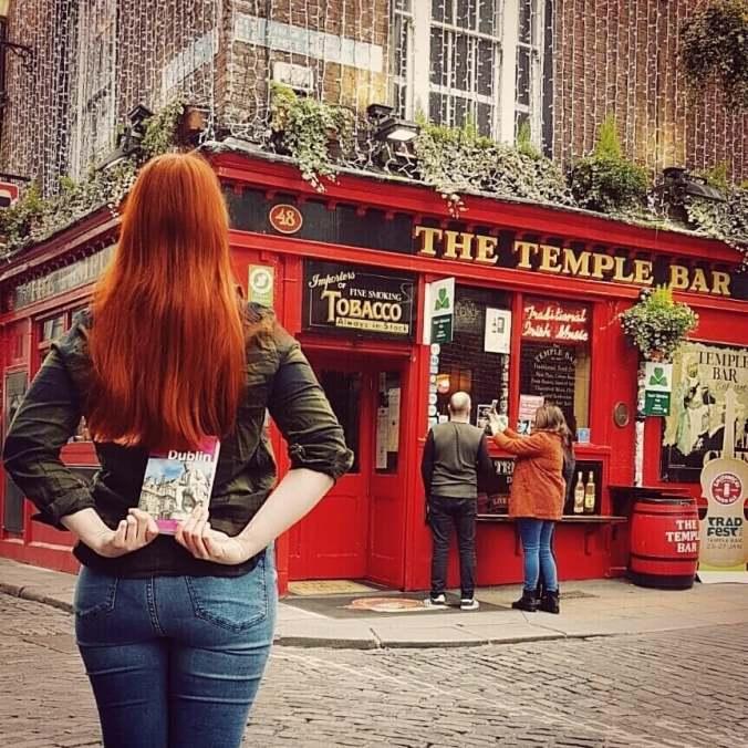 Wir waren mal wieder unterwegs 🌍und zwar in Dublin! 🍀💚🍺Mit seinem wunderschönen Flair und urgemütlichen Pubs! 😍 Und unser @michaelmuellerverlag Reiseführer darf da auf keinen Fall fehlen 😊  #thalia #thaliaerlangen #thaliaamhugo #thaliabuchhandlungen #erlangen #buchhändlerleben #bookstagram #booksofinstagram #buchhandlung #bookstore #winter #lesewetter #dublin #ireland #ontour #sightseeing #citytrip #ireland #templebar #templebardistrict #irish #michaelmüllerverlag